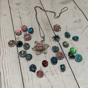 Flower necklace with 25 interchangeable jewels